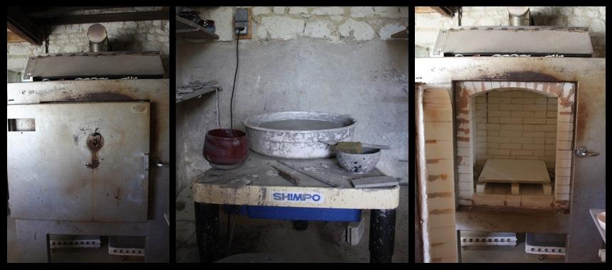 Vue intérieure de l'atelier, le four et le tour de potier